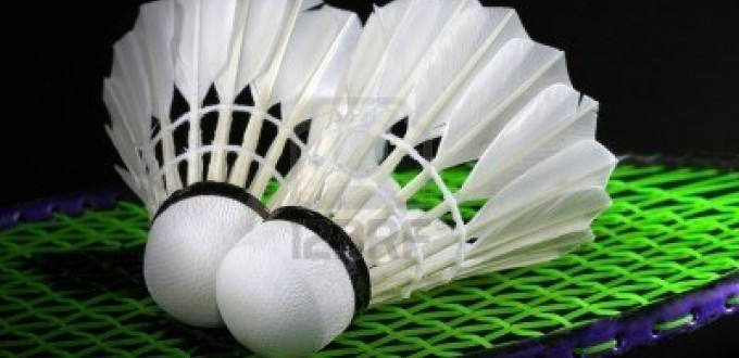 812104-shuttlecock-and-badminton